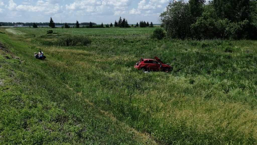 Двое детей и женщина чудом уцелели в жуткой аварии в Брянской области