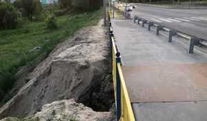 В Брянске ливень размыл новую дорогу в 5-м микрорайоне