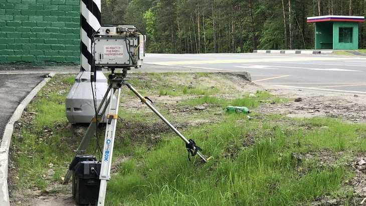 В Брянске бедолага на BMW X6 за 6 миллионов стал охранять камеру ГИБДД