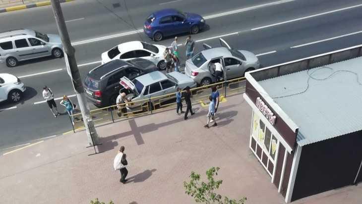 В Брянске на улице Никитина столкнулись 4 «перегревшихся» автомобиля