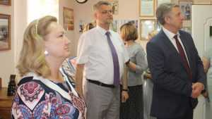 Александр Богомаз и Анна Громова посетили музей брянских меценатов