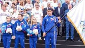 Брянскому самбисту Артёму Осипенко вручили знамя сборной России