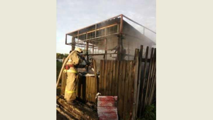 В Брянске утром 17 июня сгорел киоск на улице Карачижской