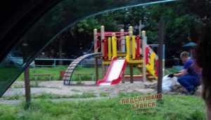 В Брянске мужчину обвинили в краже песка с детской площадки