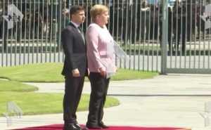 У Меркель случился приступ во время встречи с Зеленским