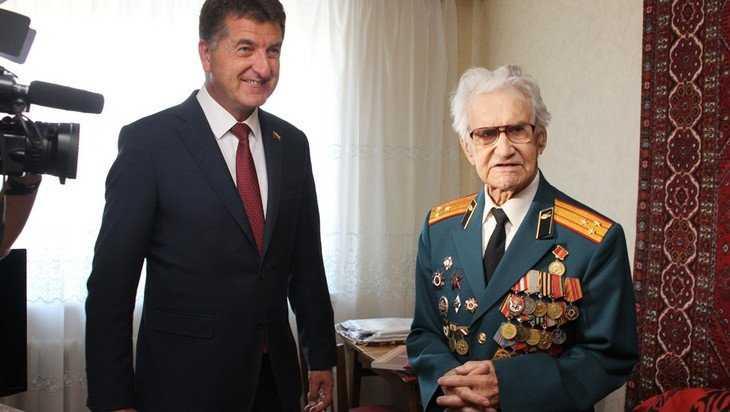 Брянского ветерана Бориса Шапошникова поздравили с 95-летием