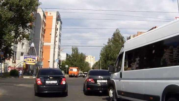 В Брянске сняли видео о торопыге на «Шевроле»