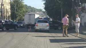В Брянске из-за ДТП с такси на набережной образовалась большая пробка