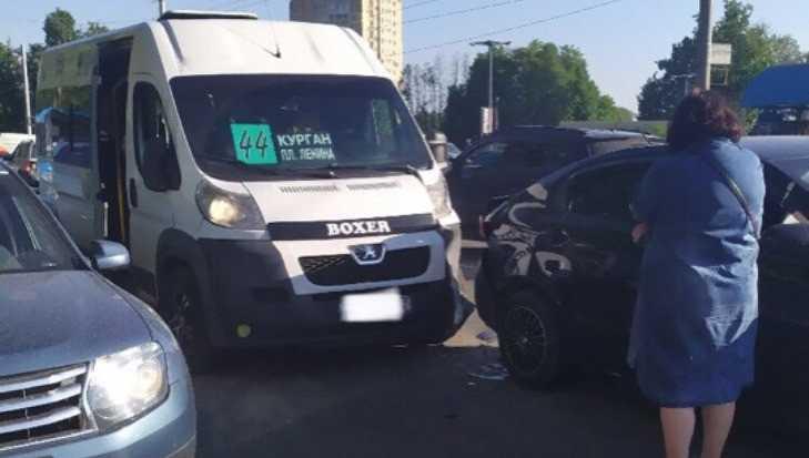 В  Брянске маршрутка № 44 попала в ДТП