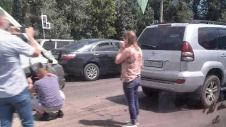 В Брянске на Московском проспекте столкнулись маршрутка и внедорожник