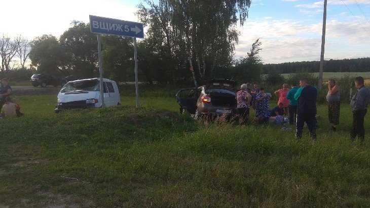 На трассе Брянск – Смоленск столкнулись автобус и легковушка