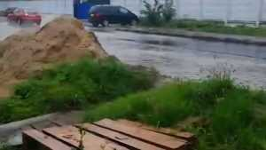 В Брянске на Вокзальной улице после ремонта дороги затопило дома