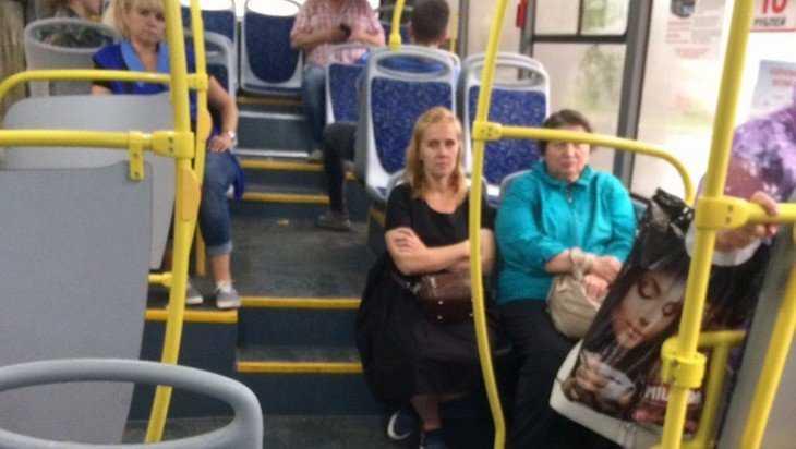 «Нереальные пассажиры» Брянска люк не закрыли, но стали вести съемку