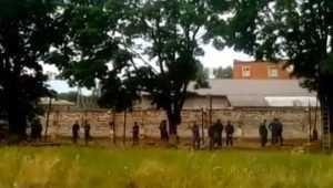 В Клинцах Брянской области рухнул забор колонии № 6