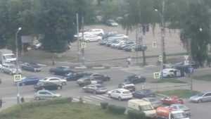 В Брянске на Советской улице случился дорожный хаос из-за светофора