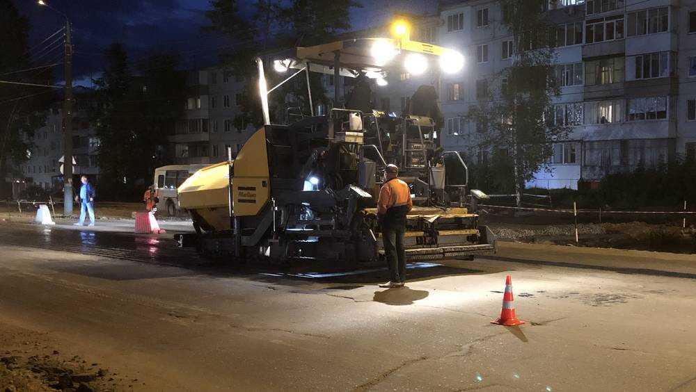 В Брянске приступили к асфальтированию дороги на Авиационной улице