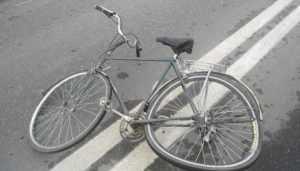 В Брянске юный водитель ВАЗ сломал ногу 16-летней велосипедистке