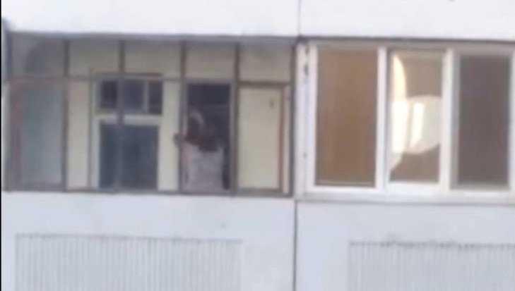 Жительница Брянска после ссоры с мужчиной обстреляла прохожих стеклом