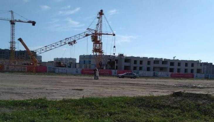 В Брянске сообщили о рухнувшем строительном кране