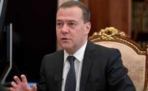 Медведев сообщил о дофинансировании регионов на школьные автобусы и «скорые»