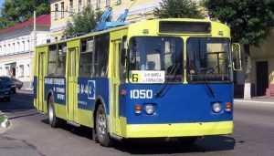 В брянском троллейбусе № 6 пенсионерка разбила голову