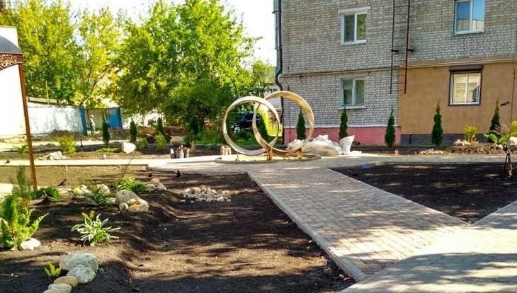 В Унече возле ЗАГСа появился памятник молодожёнам
