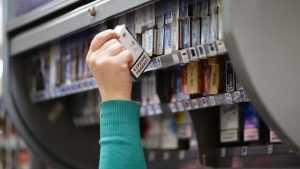 В Клетне «Пятерочку» возле ДЮСШ оштрафовали за торговлю сигаретами