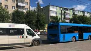 В Брянске у «БУМ-сити» маршрутка № 166 врезалась в автобус