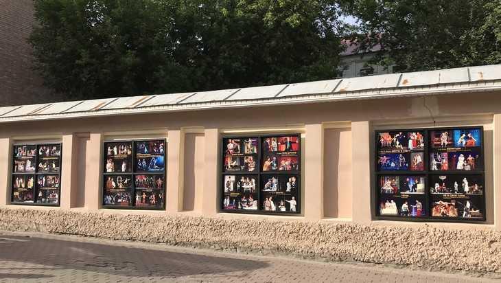Театральная стена в Брянске стала новой достопримечательностью города