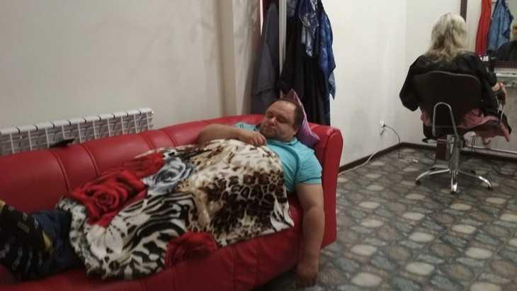 В Брянске первый кандидат в депутаты свалился с ног и ушел под плед