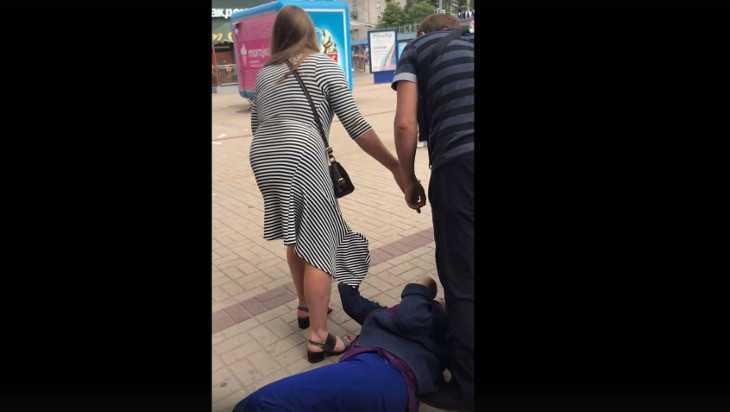 Возле ТРЦ «БУМ сити» брянец подрался с цыганкой