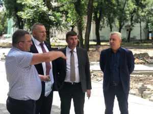 Валентин Суббот ознакомился с ходом благоустройства Майского парка в Брянске