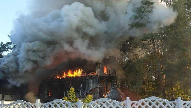 В брянской гостинице «Медвежий уголок» сгорели автосервис и сауна