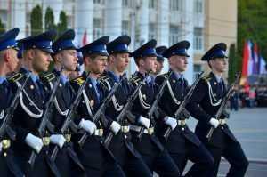 В России подняли зарплату военнослужащим и правоохранителям