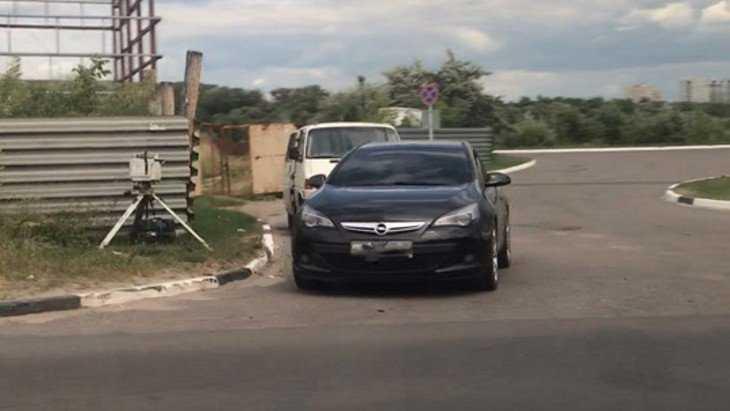 В Брянске автомобилистка расправилась с хозяином дорожной камеры