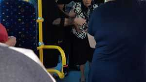 В Брянске в автобусе пенсионерка при падении получила травмы
