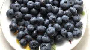 В Брянске на рынках появилась самая дорогая ягода