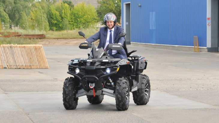 Губернатор Богомаз провел тест-драйв жуковского квадроцикла