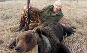 Брянский депутат Николай Валуев пояснил фото с убитым медведем