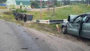 В Суземке в ДТП с перевернувшимся грузовиком пострадали два человека