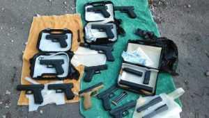 Брянский суд отправил в колонию задержанных с 12 пистолетами украинцев