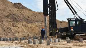 В Брянске строители Дворца единоборств забили первую сотню свай