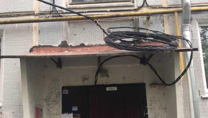 Жители брянского дома остались без света из-за капремонта крыши
