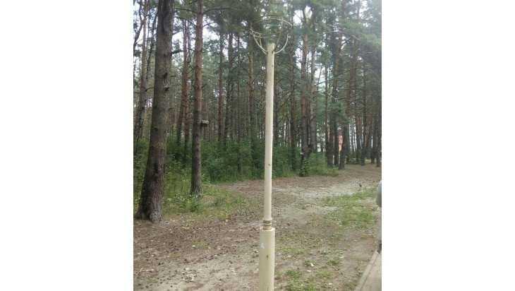 В Брянске в парке Поколений вандалы сломали более 10 фонарей