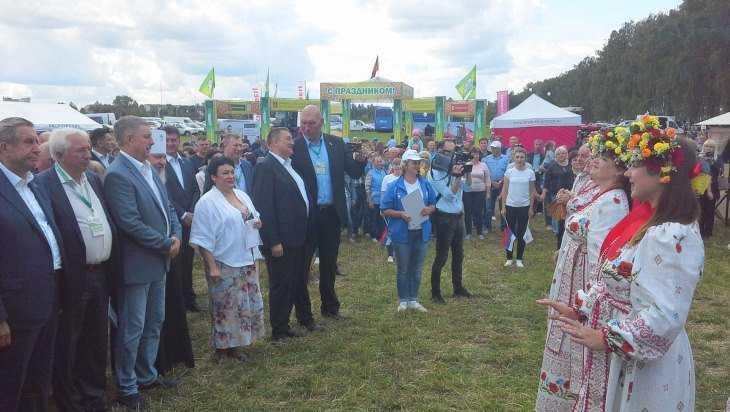 В Кокине открыли выставку «День брянского поля-2019»