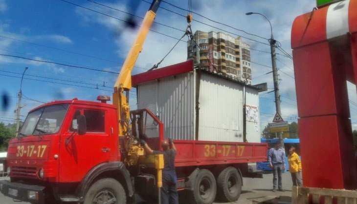 В Брянске на Московском проспекте снесли незаконный киоск