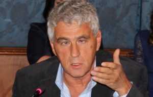 Либерал Гозман призвал оппозицию к топору