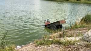 Под Брянском мотоблок заехал в озеро
