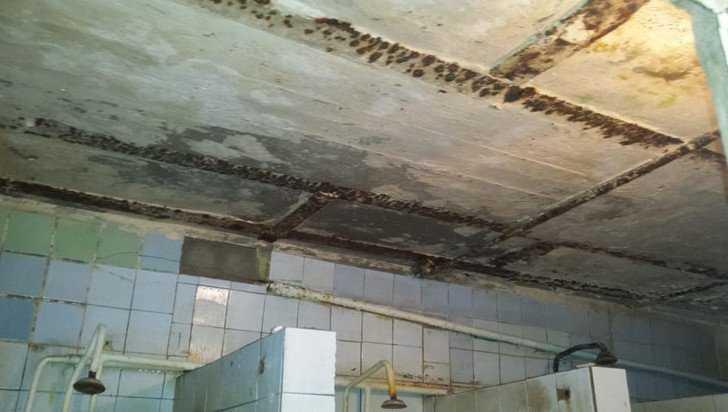 В Брянске на тяжелые условия быта пожаловались жильцы общежития