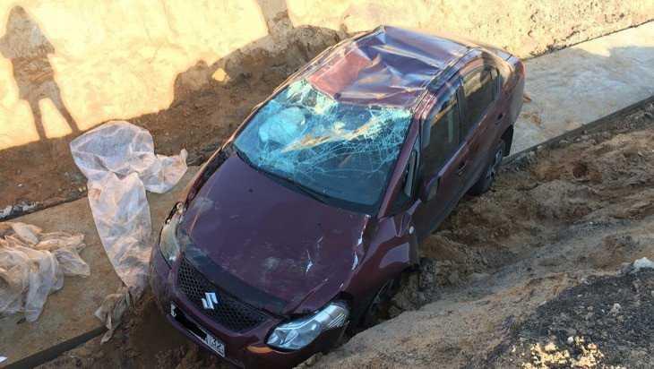 На трассе Брянск – Новозыбков автомобиль «Сузуки» влетел в котлован